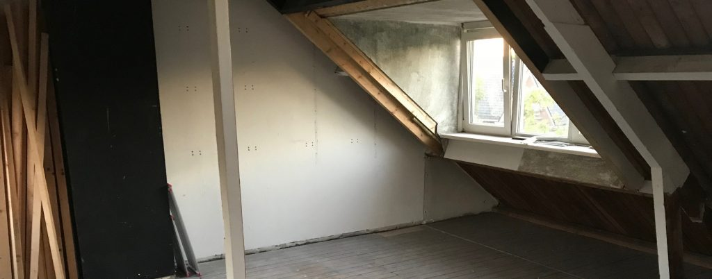 logeerkamer op zolder
